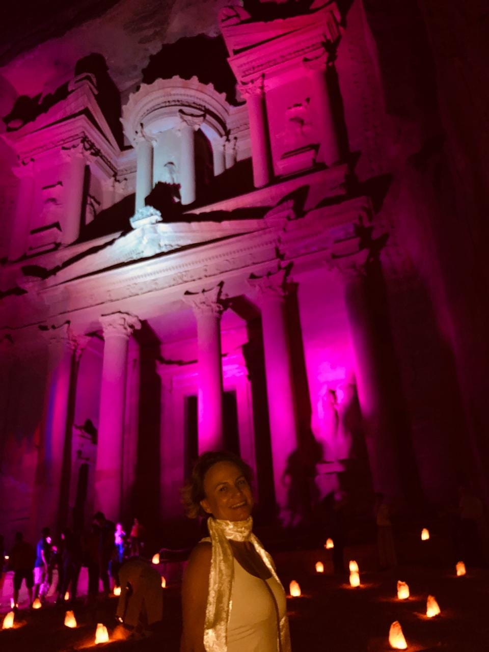 Petra by night rosa